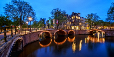 NLD0689AW Prinsengracht and Reguliersgracht Canals and Bridges at twilight, Amsterdam, North Holland, The Netherlands