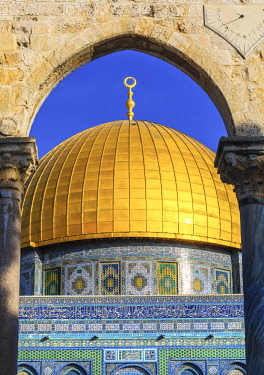 AS14WPE0023 Dome of the Rock, Temple Mount, Jerusalem, Israel. built in 691 One of most sacred spots in Islam where Prophet Mohamed ascended to heaven on an angel in his 'night journey'. The Dome covers the rock...