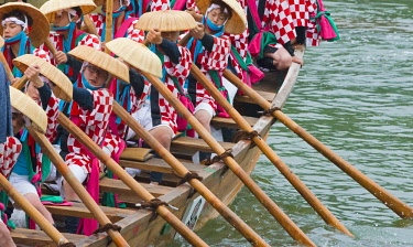 AS15KSU0128 Rowing boat during Kangen-sai Festival at Itsukushima Shrine (UNESCO World Heritage Site), Miyajima, Japan