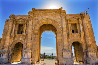 AS16WPE0064 Hadrian's Arch Gate Sun Ancient Roman City Jerash, Jordan. Jerash came to power 300 BC to 100 AD and was a city through 600 AD. Not conquered until 1112 AD by Crusaders. Famous Trading Center. Most or...