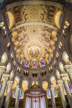 CA04198 Canada, Quebec, Capitale-Nationale Region, Beaupre Coast, Ste-Anne de Beaupre, Basilica of Ste-Anne-de-Beaupre, interior