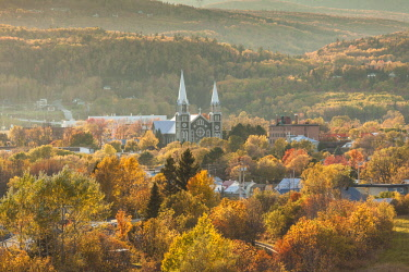 CA04201 Canada, Quebec , Capitale-Nationale Region, Charlevoix, Baie St-Paul, elevated view of town church, autumn