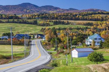 CA04206 Canada, Quebec , Capitale-Nationale Region, Charlevoix, Sainte Irenee, Rt 362, autumn
