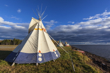 CA04253 Canada, Quebec, Gaspe Peninsula, Gesgapegiag, Mic-Mac First Nations tee-pees by the Baie des Chaleurs