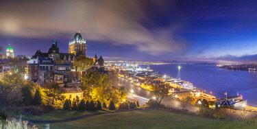 CA04268 Canada, Quebec, Quebec City, elevated skyline with Chateau Frontenac Hotel, dawn, fog