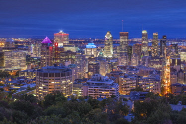 CA04333 Canada, Quebec, Montreal, elevated skyline from Mount Royal, dusk