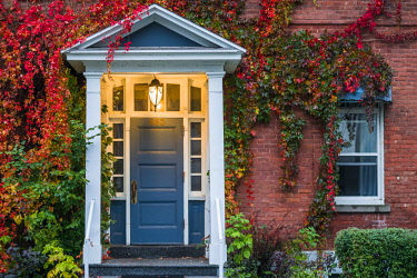 CA04334 Canada, Quebec, Mauricie Region, Trois Rivieres, house along Rue des Ursulines, autumn