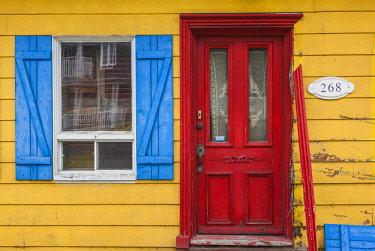CA04338 Canada, Quebec, Capitale-Nationale  Region, Deschambault, yellow house