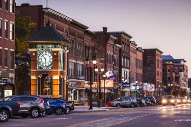 US27105 USA, New England, New Hampshire, Concord, Main Street and clocktower, dusk