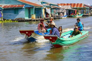 AS40DPB0144 Chhnok Tru, floating village, Tonle Sap Lake, Cambodia