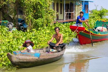 AS40DPB0147 Chhnok Tru, floating village, Tonle Sap Lake, Cambodia