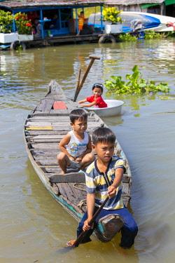 AS40DPB0154 Chhnok Tru, floating village, Tonle Sap Lake, Cambodia