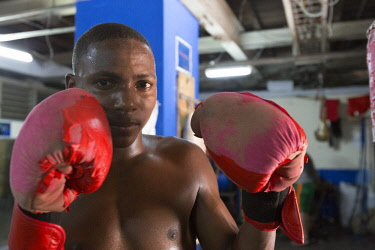 CA11BJY0159 Cuba, Havana. Portrait of young boxer.