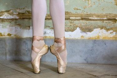CA11BJY0178 Cuba, Havana. Ballet position of ballerina's legs and feet.