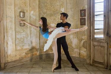 CA11BJY0203 Cuba, Havana. Two ballet dancers posing.