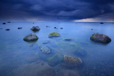 NIS00040269 Boulders in the sea with dark clouds, Estonia, Lääne-Virumaa, Lahemaa National Park