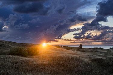 NIS00055330 Dunes at sunrise, Lithuania, Klaipeda, Curonian Spit