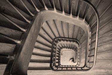 EU09BJN1929 Ancient staircase in building near Rue de Faubourg Saint-Antoine. Paris, France