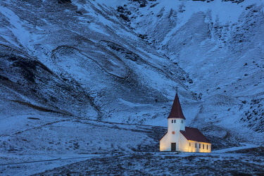 EU14CHA0126 Vik i Myrdal church lit up at dusk in Vik, Iceland