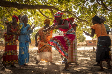 SEN1018AW Africa, Senegal, Casamance. Dancing ceremony with women.