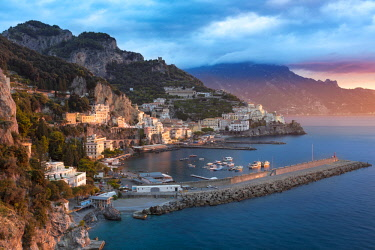 EU16BJN0569 Sunrise view of Amalfi, Gulf of Salerno, Campania, Italy