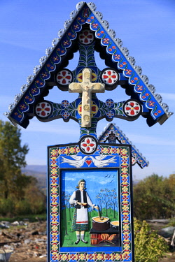 EU24EWI0615 Romania. Sapanta, Merry (sometimes called Joy) Cemetery. Death is viewed more positively by a local wood carver, Stan Ioan Patras, who sculpted the first tombstone crosses.