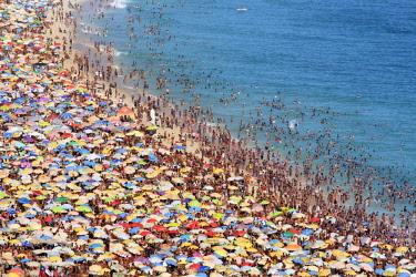 BRA3649AW Brazil, Rio de Janeiro, crowds on Ipanema beach during carnival time