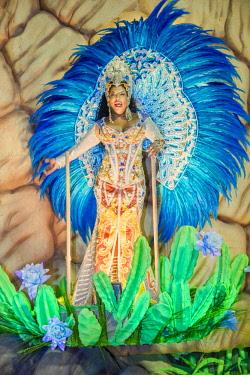 BRA3674AW Brazil, Rio de Janeiro, Carnival 2018, samba school parading in the Sambadrome stadium
