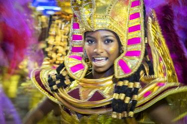 BRA3696AW Brazil, Rio de Janeiro, Carnival 2018, samba school parading in the Sambadrome stadium