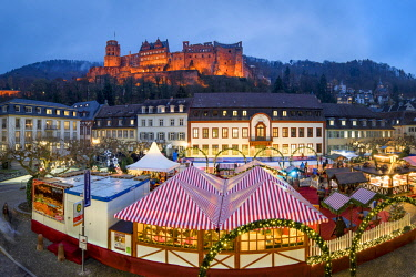 Christmas market at the Karlsplatz in Heidelberg with view towards the Heidelberg castle, Baden-Wurttemberg, Germany