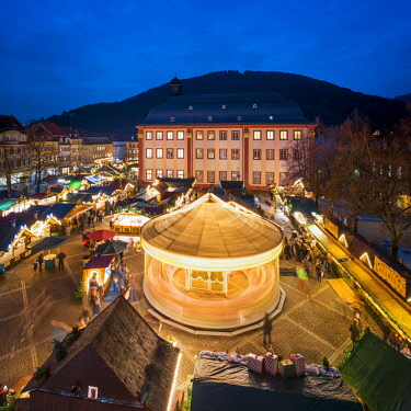 GER10662AW Christmas market at the University Square in Heidelberg, Baden-Wurttemberg, Germany