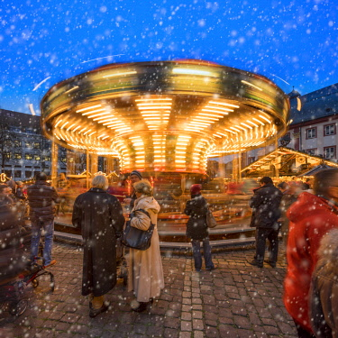 GER10666AW Carrousel on the Christmas market at the University Square in Heidelberg, Baden-Wurttemberg, Germany