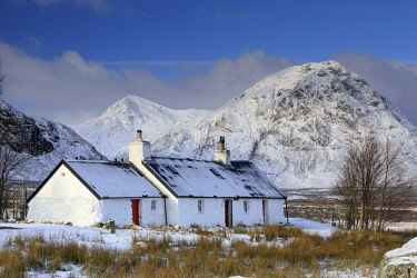 SCO35089AW Scotland, Highland, Glencoe. Black Rock Cottage and Buachaille Etive Mor in winter.