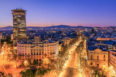 SPA7637AWRF City skyline and Rambla pedestrian mall, Barcelona, Catalonia, Spain