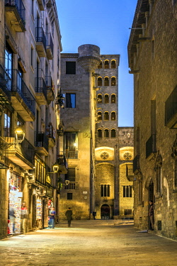 SPA7507AW Picturesque glimpse of Gothic Quarter at dusk with the Mirador del Rei Marti watchtower in the background, Barcelona, Catalonia, Spain