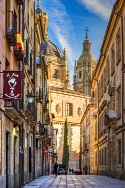 SPA7596AW Street on the old town, Salamanca, Castile and Leon, Spain