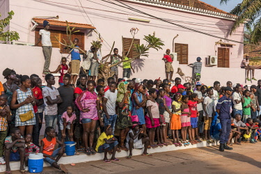 GUN0062AW Africa, Guinea Bissau. Bissau, spectators of the Carnival's parade.