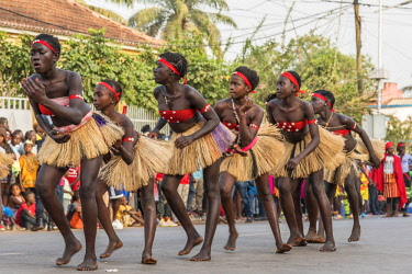 GUN0074AW Africa, Guinea Bissau. Bissau, dancing women during the Carnival's parade.