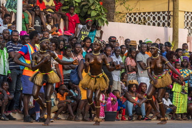 GUN0076AW Africa, Guinea Bissau. Bissau, dancing women during the Carnival's parade.