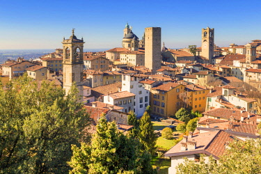 CLKFB81861 Skyline of the Upper Town of Bergamo, Lombardy, Italy.