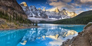 CAN3398AW Moraine Lake, Banff National Park, Alberta, Canada
