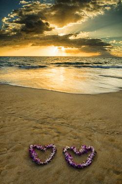 USA13232AW Heart-shaped Leis at Sunset, Wailea Beach, Maui, Hawaii, USA
