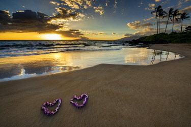 USA13233AW Heart-shaped Leis at Sunset, Wailea Beach, Maui, Hawaii, USA