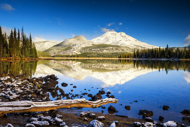 USA13283AW Snow-covered South Sister Reflecting in Sparks Lake, Oregon, USA
