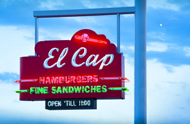 US11908 Florida, Saint Petersburg, Pinellas County, El Cap Restaurant, 1950's Neon Sign, Roadside Restaurant, Famous For Hamburgers