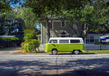 US11910 Florida, Saint Petersburg, Old Southeast Neighborhood, Pinellas County, Classic Volkswagen Van, Camper