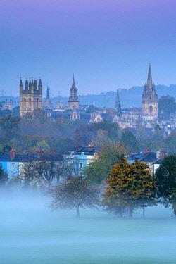 UK08264 UK, England, Oxfordshire, Oxford, City skyline from South Park