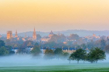 UK08267 UK, England, Oxfordshire, Oxford, City skyline from South Park
