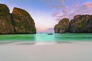 THA1274AW Ao Maya Beach (Maya Bay), Ko Phi Phi Leh, Krabi Province, Thailand.
