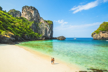 THA1295AW Ao Nui (Nui Beach), Ko Phi Phi Don, Krabi Province, Thailand. Couple walking on the shoreline (MR).